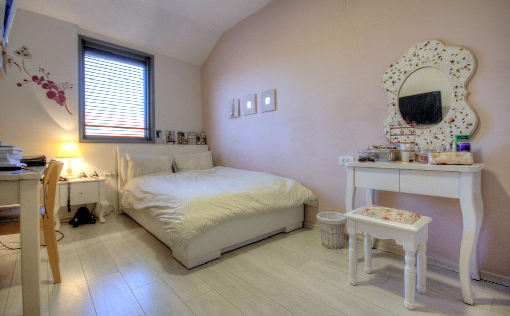 חדר שינה לבת בגוונים פסטליים