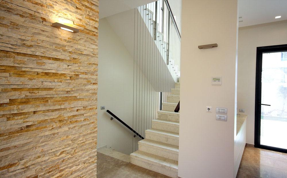 מדרגות-מעוצבות-בלבן