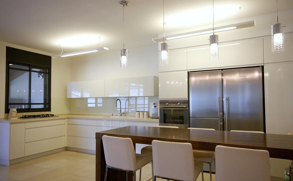 בית בסגנון קלאסי מטבח מודרני