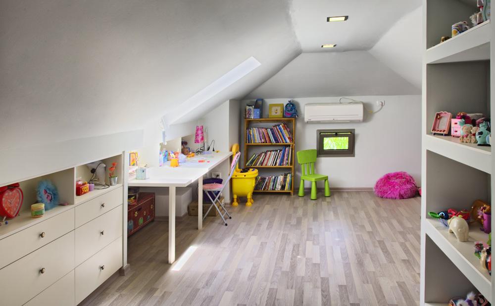 חדר מעוצב בעליית גג