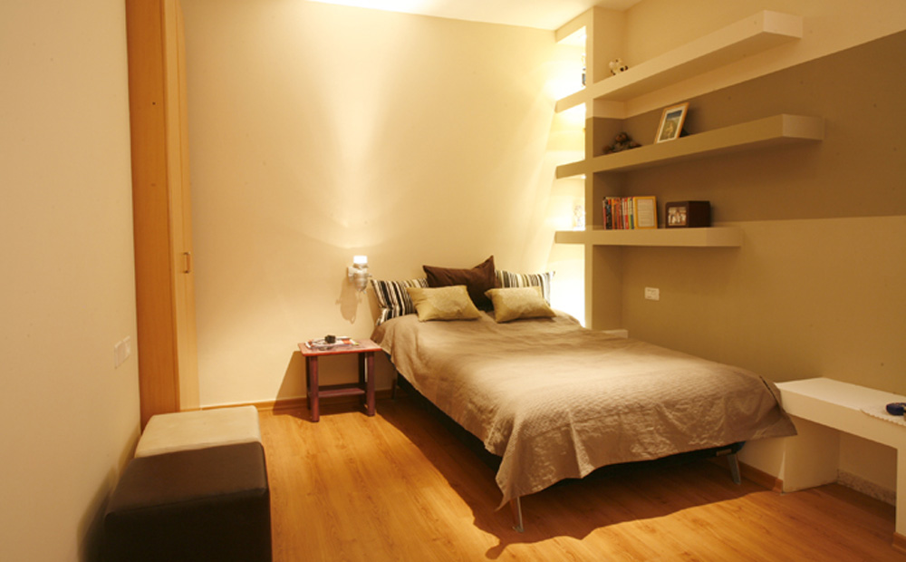 חדר שינה בגוונים חמים של נער