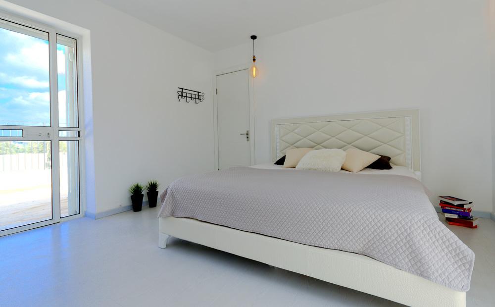 חדר שינה עם מרפסת