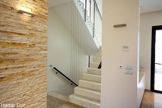 המדרגות אחרי שיפוץ