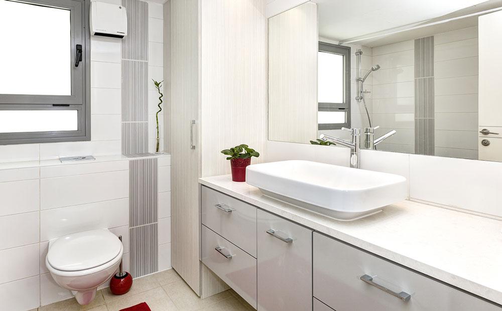 חדר רחצה בגווני לבן