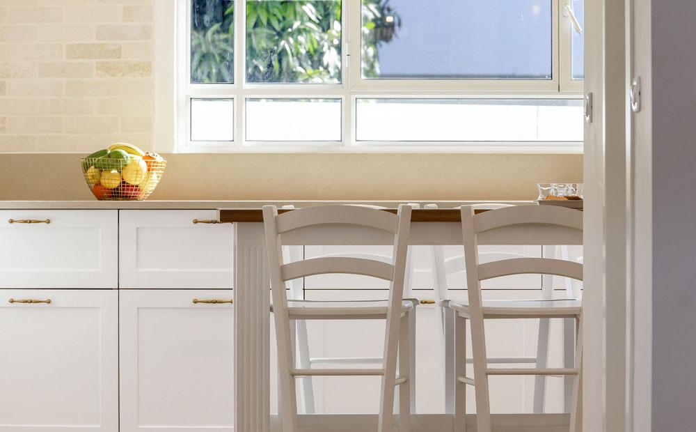 כיסאות במטבח