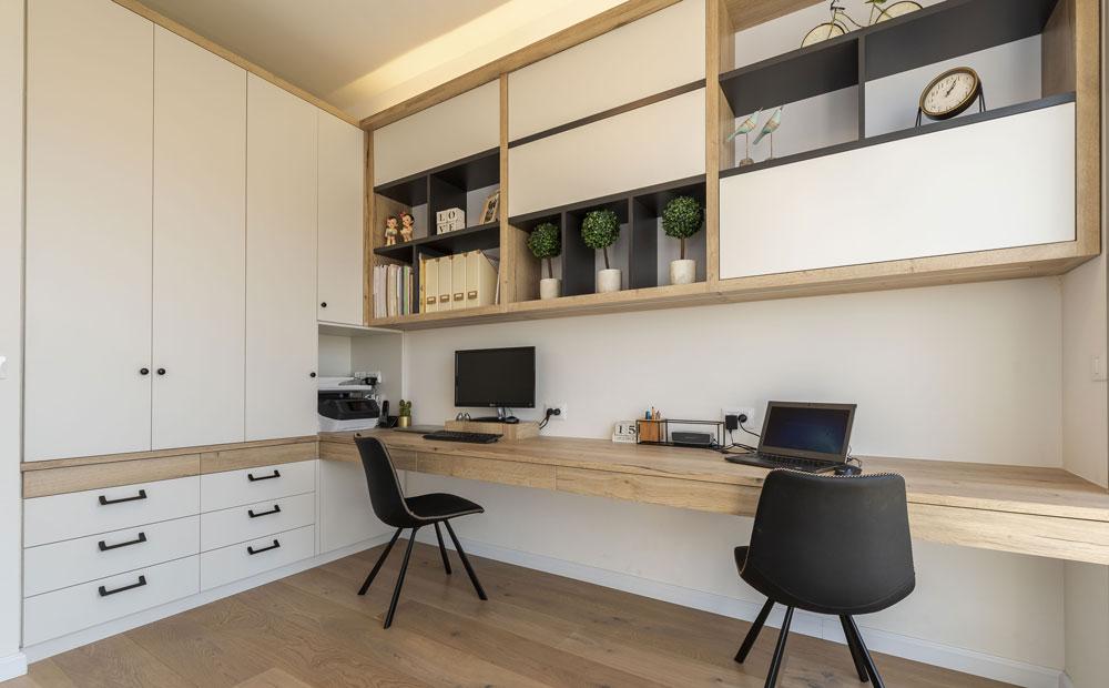 ארונות אחסון מעוצבים בחדר העבודה