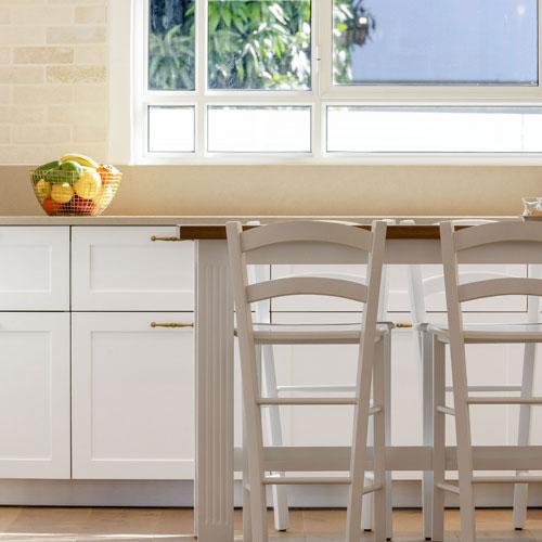 כיסאות במטבח מעוצב