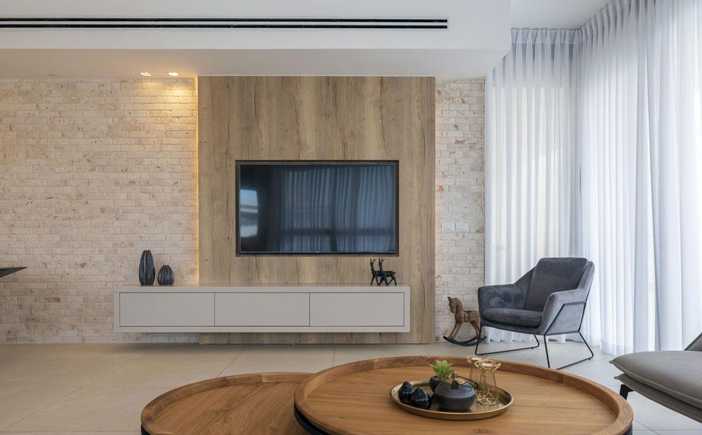קיר הטלוויזיה מחופה עץ