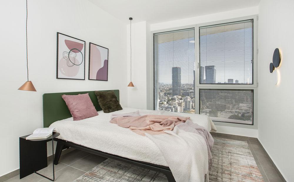 חדר שינה עם נוף אורבני