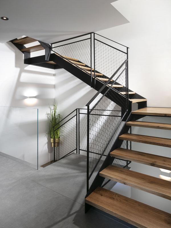 מדרגות מעוצבות עץ וברזל